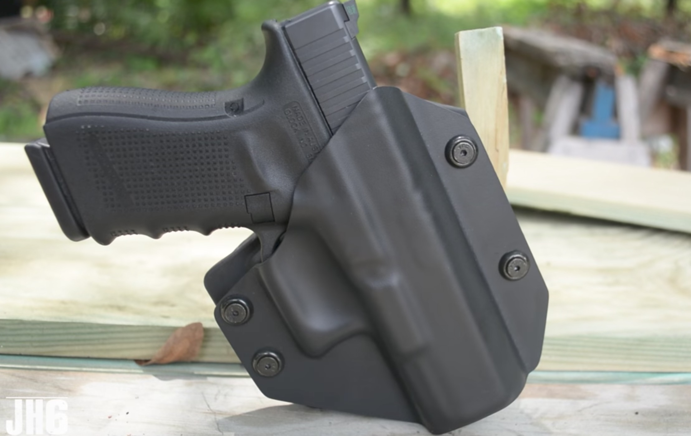 The Best OWB Holster for Glock 19 Pistols (Leather & Kydex)